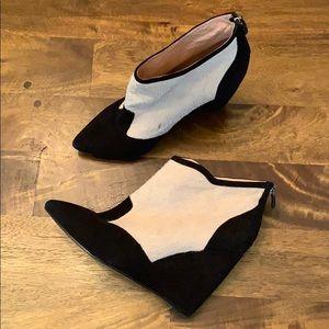 Lola Cruz white and cream wedge booties